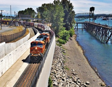 http://www.portvanusa.com/news-releases/port-of-vancouver-usa-cuts-ribbon-on-new-rail-entrance/